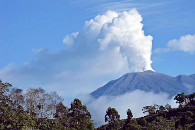 video of Turrialba volcano eruption in Costa Rica 2