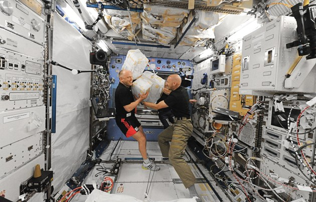 what do astronauts do international space station.