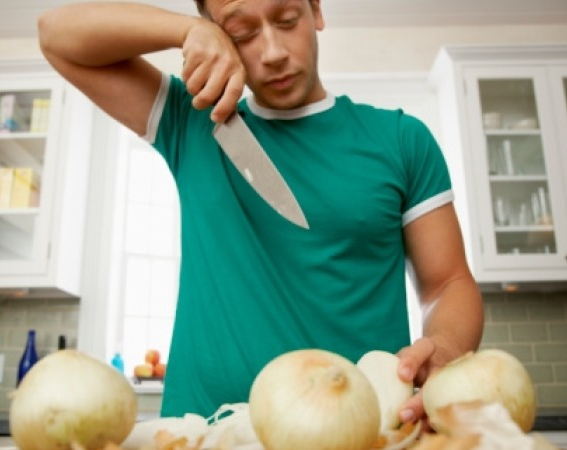 crying while cutting onion