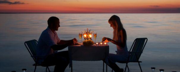 couple doing dinner